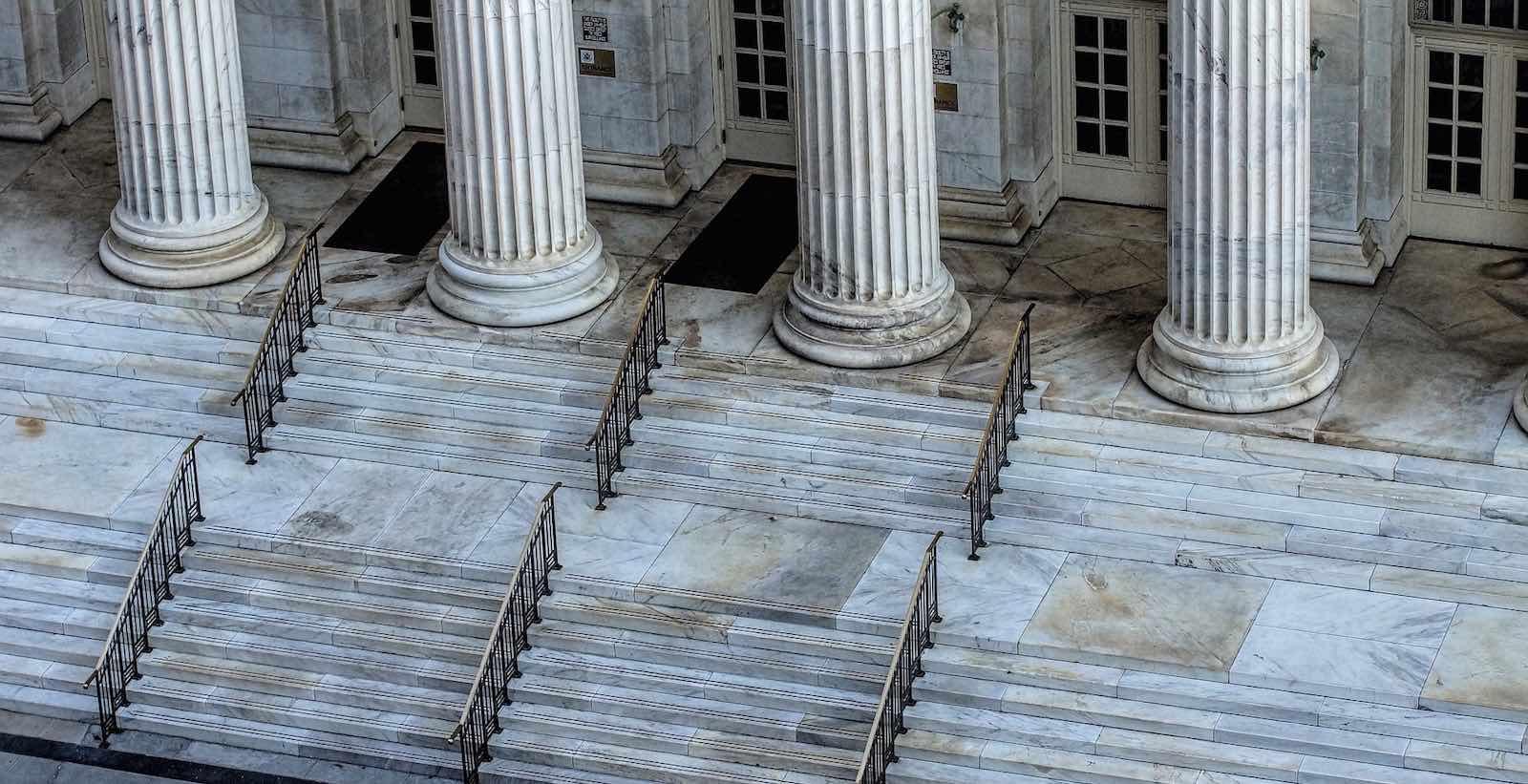 Wykreślenie z Krajowego Rejestru Sądowego spółki prawa handlowego oraz oddziału zagranicznego przedsiębiorcy bez przeprowadzania postępowań likwidacyjnych